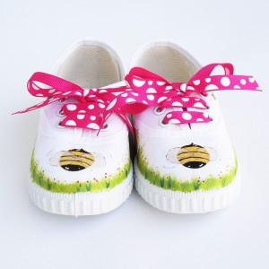 zapatillas pintadas abejita