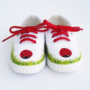 zapatillas-pintadas-mariquita