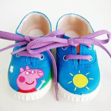 zapatillas pintadas con los dibujos de pepa pig